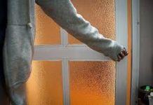 sai lầm khi đòng kín cửa bật điều hòa phòng tránh virus corona