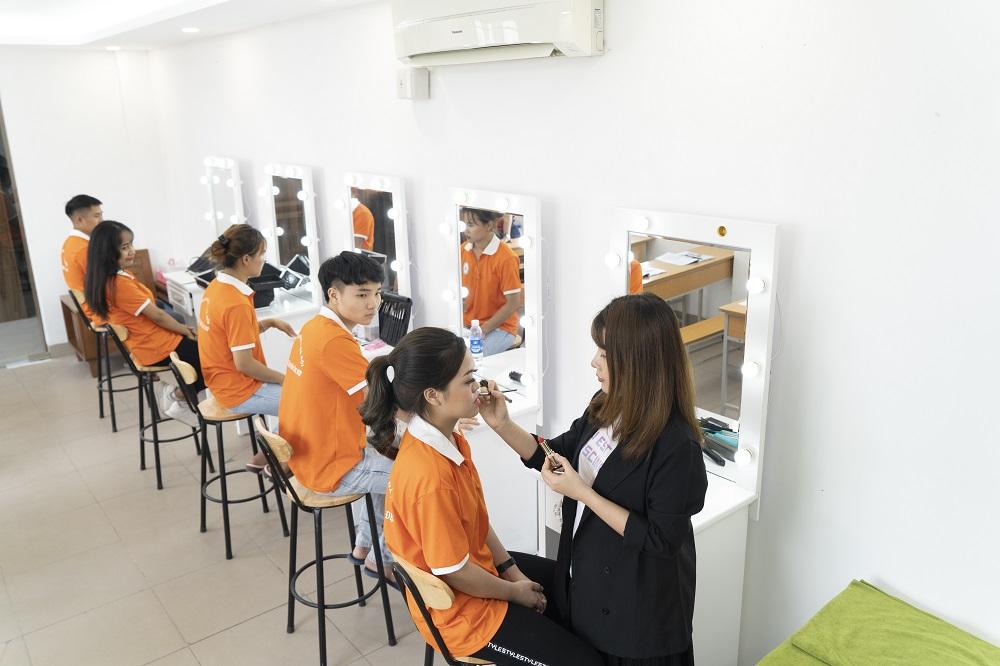 cao đẳng tạo mẫu tóc và chăm sóc sắc đẹp