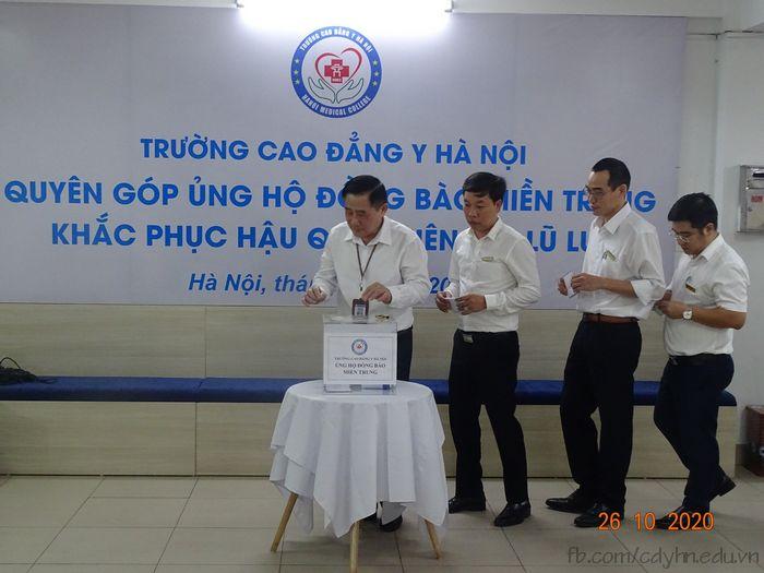 Cao đẳng Y Hà Nội phát động quyên góp ủng hộ đồng bào miền Trung bị lũ lụt