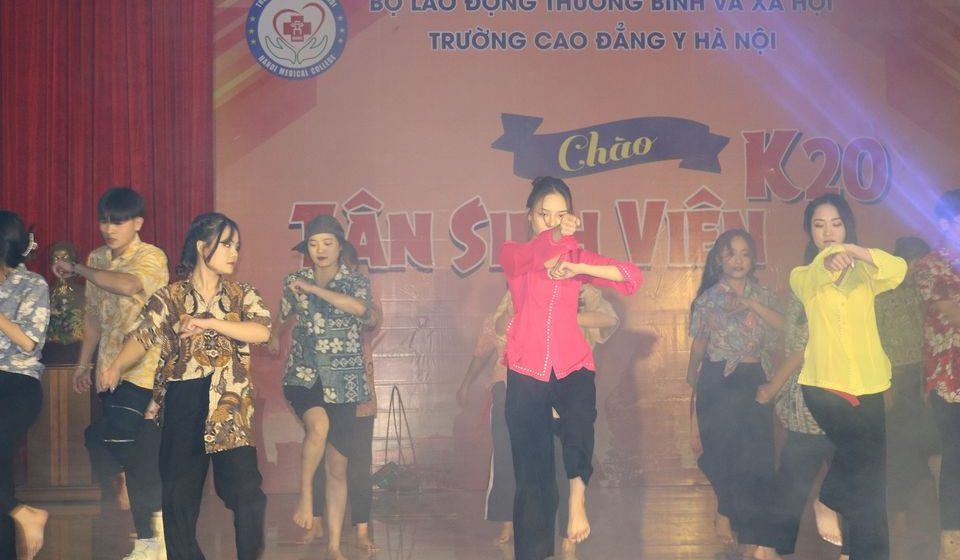 chao-tan-sinh-vien-k20-cdyhn_15