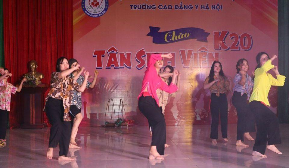 chao-tan-sinh-vien-k20-cdyhn_16