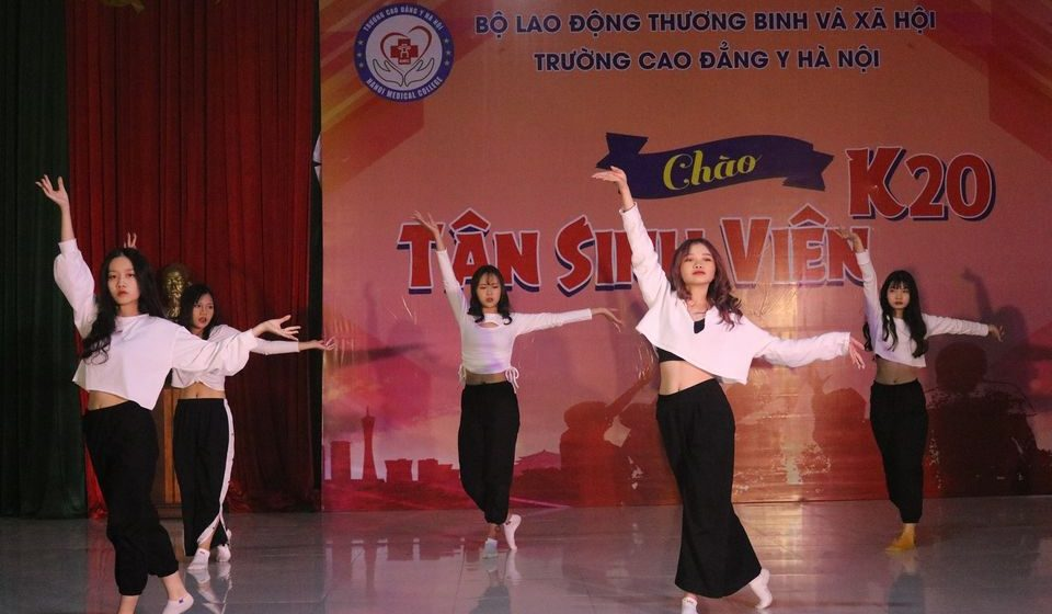 chao-tan-sinh-vien-k20-cdyhn_19