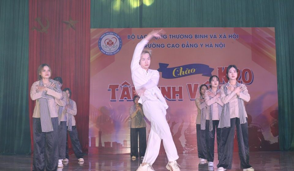 chao-tan-sinh-vien-k20-cdyhn_5