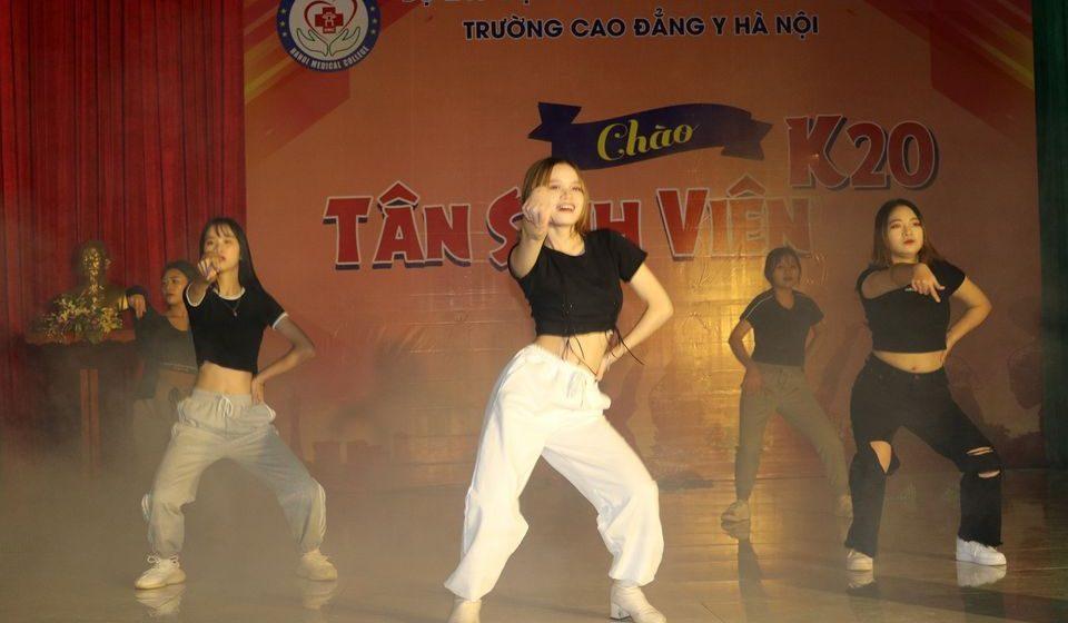 chao-tan-sinh-vien-k20-cdyhn_6