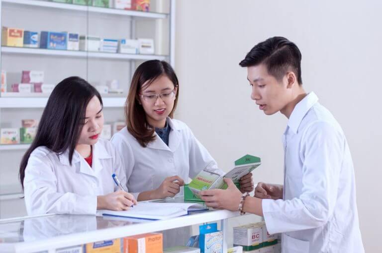Học ngành Dược đâu phải chỉ để mở quầy thuốc và bán thuốc?